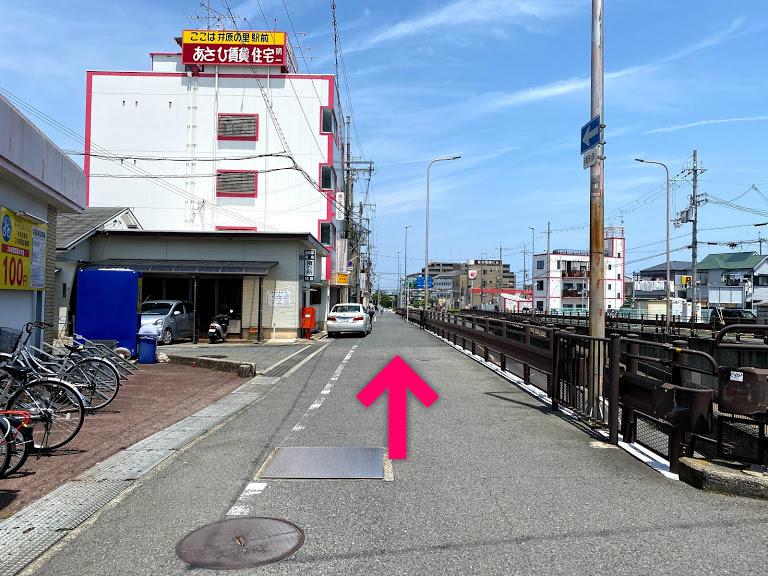 道沿いに進みます【電車でのスマホバスターいこらも~る泉佐野店へのアクセス】