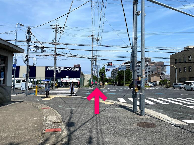 左側に交番がある交差点を直進します【電車でのスマホバスターいこらも~る泉佐野店へのアクセス】