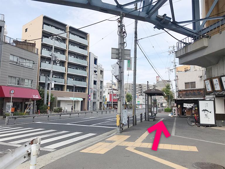 バス停があるのでその方向に進みます【電車でのスマホバスター西九条店へのアクセス】